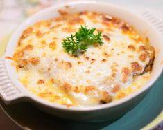 Lasagnes au poulet, au roquefort et aux noix : http://www.fourchette-et-bikini.fr/recettes/recettes-minceur/lasagnes-au-poulet-au-roquefort-et-aux-noix.html-0