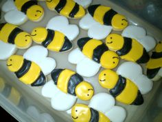Bees.....bzzzzzzzzzz Love this! Cute AND super delicious!