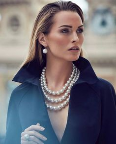 Great Pearl Necklace Outfit Ideas 8 It's been a tradition since ancient times. Great Pearl Necklace presents perseverance of people who wear it during important occasions. Pearl necklace evenly matches traditional clothing and … Pearl Jewelry, Jewelry Necklaces, Fine Jewelry, Jewellery, Pearl Necklaces, Jewelry Making, Unique Jewelry, Bracelets, Mode Chic