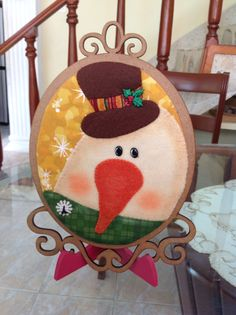 Un cuadro Snowman, Decorative Plates, Projects To Try, Disney, Flowers, Christmas, Home Decor, Ideas, Christmas Paintings