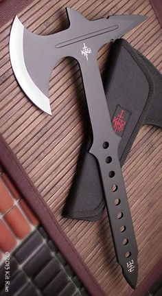 Zombie Apocalypse Weapons, Ninja Weapons, Weapons Guns, Swords And Daggers, Knives And Swords, Armadura Cosplay, United Cutlery, Tomahawk Axe, Knife Throwing