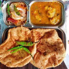 Sunday breakfast😋 Food Pictures, Food Pics, Black Kitchen Decor, Bread Soup, Indian Food Recipes, Ethnic Recipes, Sunday Breakfast, Indian Street Food, Desi Food