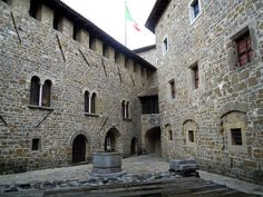 La bellissima Corte dei Lanzi, dove si incontravano i soldati del Castello di Gorizia (origini del 1001).