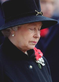Mark Stewart, The Queen Crying at the Field of Remembrance, Westminster Abbey (2002). Photo: Mark Stewart.