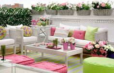 Colorful-Outdoor-Living-Spaces-16-1-Kindesign