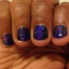 A galaxy manicure looks good on short and long nails.