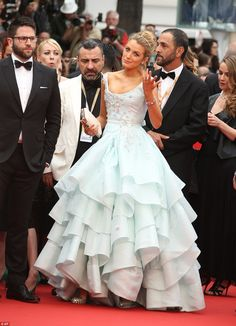 Pregnant Blake Lively Looks Like a Princess in This Ball Gown!: Photo Blake Lively looks stunning in a princess-like ball gown while attending the premiere of Slack Bay during the 2016 Cannes Film Festival on Friday (May in Cannes,… Blake Lively Moda, Blake Lively Style, Blake Lively Wedding, Gossip Girl Outfits, Gossip Girl Fashion, Moda Gossip Girl, Dress Vestidos, Red Carpet Looks, Red Carpet Dresses