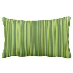 Viele bunte #Streifen im grünen #Muster #Zierkissen