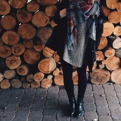 Fall outfit / plaid tartan scarf, black boots