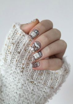 These nails are perfect for winter.