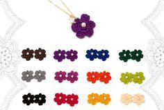 秋冬の装いにぴったりな お色の刺繍糸を12色そろえましたお花のかたちのモチーフを手編みでつくりネックレスにしましたそして パールビーズを 添えておりますa 〜...|ハンドメイド、手作り、手仕事品の通販・販売・購入ならCreema。