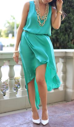Love the dress, and chunky chain LOVE the white pointy toed shoes! So elegant!