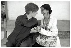 This is just too cute. At the set of The man who fell to earth