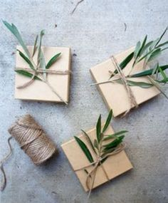 ✂ That's a Wrap ✂ diy ideas for gift packaging and wrapped presents - Christmas presents with natural decorations   mash makes