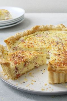 """""""This quiche is foolproof, even an amateur cook could manage this recipe."""" - jenifer adams This quiche is foolproof, even an amateur cook could manage this recipe. Breakfast Quiche, Breakfast Dishes, Breakfast Casserole, Breakfast Recipes, Quiches, Filet Mignon Chorizo, Comfort Food, Mets, Clean Eating Snacks"""