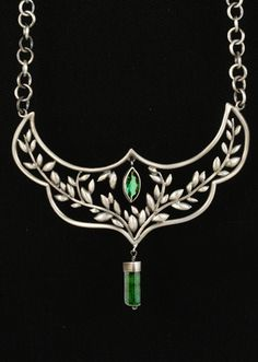 A necklace for the Warrior Queens among us by Natasha Wozniak. Silver and tourmaline. Jewelry Art, Vintage Jewelry, Jewelry Accessories, Fashion Accessories, Jewelry Necklaces, Jewelry Design, Filigree Jewelry, Wire Jewelry, Antique Jewelry