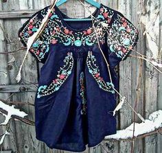 womens-embroidered-mexican-peasant-top-Flowers-embro