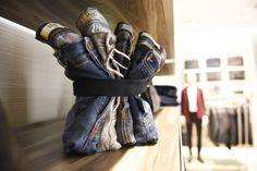 Liu-Jo Uomo premium store by Studio Poiesis, Bologna - Italy Visual Merchandising, Clothing Store Displays, Clothing Store Design, Denim Display, Window Display Retail, Mens Designer Shirts, Denim Art, Jeans Store, Retail Store Design