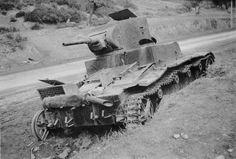 Советский танк Т-26, уничтоженный внутренним взрывом [2]
