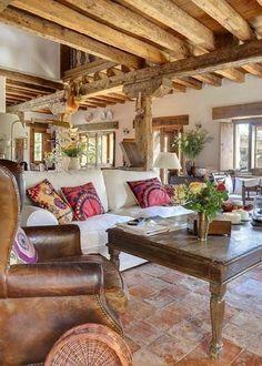 la beauté des maisons familiales de vacances, fauteuil en cuir marron retro