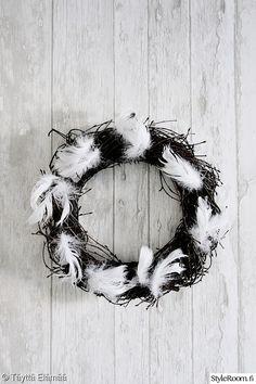 kranssi,diy,höyhenet,pääsiäinen,risukranssi Korn, Wreaths, Halloween, Frame, Diy, Home Decor, Picture Frame, Decoration Home, Bricolage
