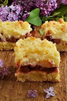 Kruche ciasto z budyniem i rabarbarem Polish Desserts, Polish Recipes, Cake Recipes, Dessert Recipes, Rhubarb Cake, Food Cakes, 20 Min, Cornbread, Sweet Tooth