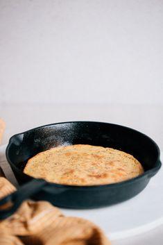 Kikärtsbröd i panna — Happy Health Vegan Baking, Healthy Baking, Bread Baking, Vegetarian Recipes, Healthy Recipes, No Salt Recipes, Dukan Diet, Cravings, Delish