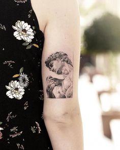 sculpture tattoo Renaissance sculpture David, nice black and grey tattoo work by tattoo artist Alessandro Capozzi Mini Tattoos, Cute Tattoos, Beautiful Tattoos, Body Art Tattoos, Small Tattoos, Sleeve Tattoos, Tatoos, Incredible Tattoos, Statue Tattoo