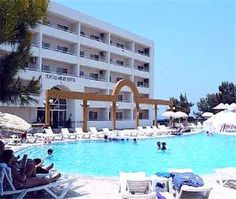 Tuntas apartment,a self-catering apartment in Altinkum locates in a quieter area of beach Turkey Vacation, Catering, Hotels, Cook, Mansions, House Styles, Beach, Places, Outdoor Decor