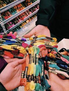 Best 11 vsco friendship bracelets – Page 346636502568392448 Embroidery Bracelets, Beaded Bracelets, Thread Bracelets, String Bracelets, Ankle Bracelets, Summer Bracelets, Bracelet Crafts, Summer Aesthetic, Friendship Bracelet Patterns