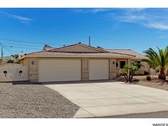 3570 Big Chief Dr, Lake Havasu City - ** Just Listed ** 3/2 pool home with open living, split floor plan, tile roof, 32' boat deep garage bay... http://www.homesearchlakehavasu.com/property/925461 #LakeHavasu #HavasuLew #NoBadDays #JustListed #HavasuHomes #LakeLife #RiverLife #HavasuLife