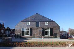 Glazen boerderij (glass farmhouse), Schijndel, The Netherlands. Photo: Bart van Hoek
