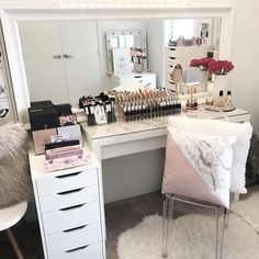 """Gefällt 1,007 Mal, 7 Kommentare - VANITY COLLECTIONS (@vanitycollections) auf Instagram: """" My Happy place  . Could play in here for days  . Love the use of my IKEA Floor mirror when…"""""""