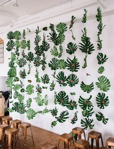 Be Transported to a Tropical Oasis Wedding. in NYC trop. - Be Transported to a Tropical Oasis Wedding… in NYC tropical frond backdrop - Tropical Home Decor, Modern Tropical, Tropical Houses, Tropical Interior, Tropical Furniture, Tropical Colors, Tropical Party Decorations, Decoration Party, Tropical Vibes