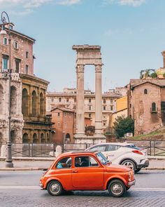 Roma, Fiat 500 davanti al Teatro Marcello ♠ photo by @gabandante on Instagram