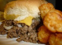Roseanns Loose Meat Sandwiches Remember Roseann's Loose Meat Sandwiches? Well here you can learn exactly how to make those delicious sandwiches. They are oh so delicious and easy to make. Hamburger Recipes, Ground Beef Recipes, Meat Recipes, Cooking Recipes, Dinner Recipes, Dinner Ideas, Potato Recipes, Lunch Ideas, Pasta Recipes