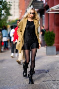 Chic outfit idea to copy ♥ For more inspiration join our group Amazing Things ♥ You might also like these related products: - Skirts ->. Style Invierno, Daily Fashion, Girl Fashion, Modell Street-style, Chic Outfits, Fashion Outfits, Ootd Fashion, Mode Streetwear, Elsa Hosk