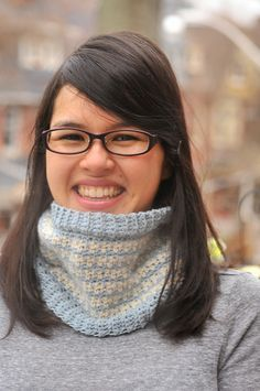 Toothed Cowl - free crochet pattern from Kiku Corner.
