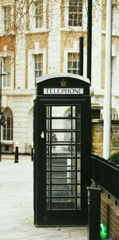 London - interesting that this call box (telephone booth) is not red.