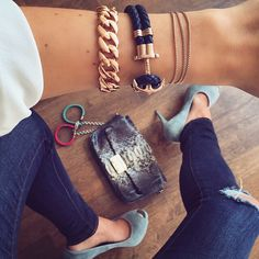 We love the new rose gold anchor bracelet from @paul_hewitt with navy  blue cow leather.