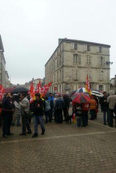 A la manifestation du 1er mai à la Mairie de Niort.