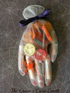 35 DIY Halloween Crafts for Kids to Make Dulceros Halloween, Bonbon Halloween, Adornos Halloween, Halloween Birthday, Holidays Halloween, Halloween Goodies, Halloween Candy Bar, Halloween Costumes, Spooky Decor