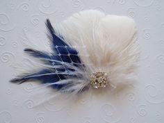 Algo azul boda pelo pieza marfil pluma Fascinator por WeeGardens