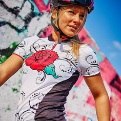 Canary Hill Gipsy Rose Cycle Kit for women - Canary Hill www.canaryhill.be Gipsy Rose, Rose Shirts, Funky Design, Glamour, Kit, Womens Fashion, Mens Tops, Women's Fashion, Woman Fashion