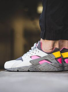 Nike Air Huarache Run SE's crazy 'Pure Platinum x Pink Blast' colorway