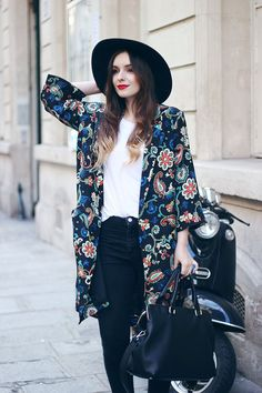 Kate Moss Topshop Kimono Outfit Fedora Seventies Style