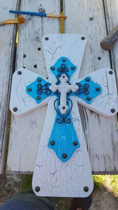 White and light blue crackling cross