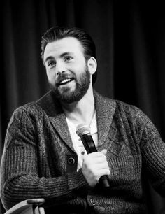 """mcavoys: """" Chris Evans speaks onstage during 'Captain America: Civil War' panel at Wizard World Comic Con New Orleans on January 2016 in New Orleans, Louisiana. Capitan America Chris Evans, Chris Evans Captain America, Steven Grant Rogers, Steve Rogers, Mark Ruffalo, Sebastian Stan, Imaginary Boyfriend, Robert Evans, Attractive People"""