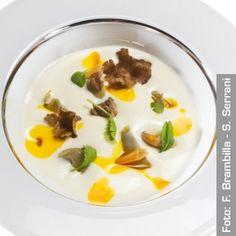 Spuma di formaggio manchego con tartufo nero, carciofi e brodo di prosciutto iberico - Chef Maria Josè San Román