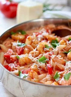 Shrimp Pasta in Tomato Cream Sauce This 30 Minute Shrimp in Tomato Cream Sauce is easy to prepare and only half the fat of full cream sauce and twice the flavor! Shrimp Recipes Easy, Healthy Pasta Recipes, Seafood Recipes, Cooking Recipes, Cookbook Recipes, Sweets Recipes, Bhg Recipes, Seafood Diet, Recipies